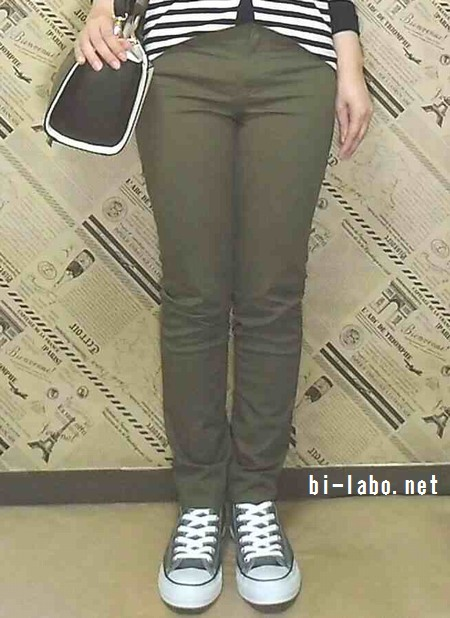 背が低い女性向け、スニーカーを使った春の大人カジュアルコーデ425-3