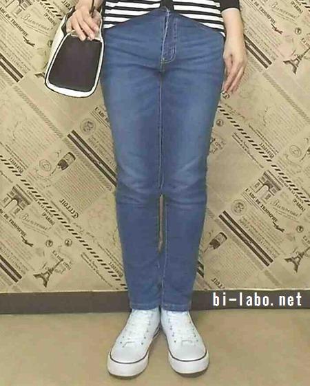 身長150cm以下女性向け、白スニーカーを使った春の大人カジュアルコーデ52-3