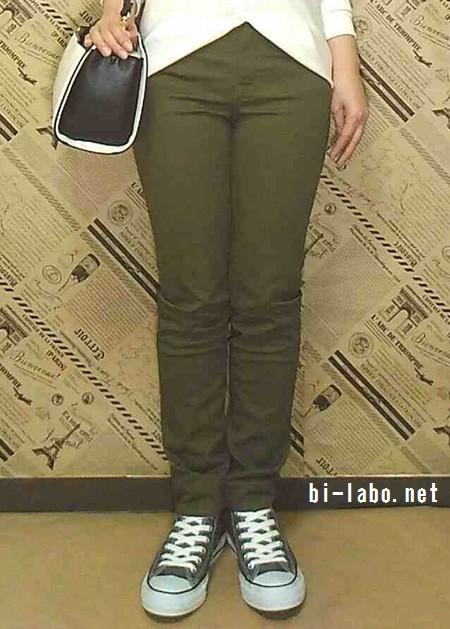 背が低い女性向け、スニーカー&スキニーで春の大人カジュアルコーデ430-3