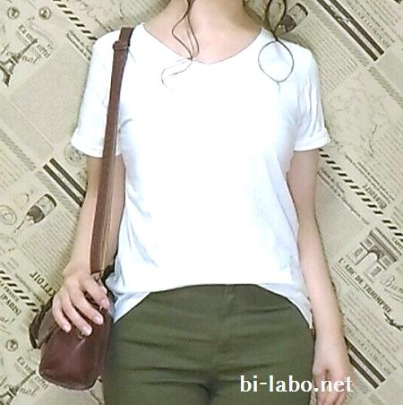 背が低い女性向け、白Tシャツとスニーカーで夏の大人カジュアルコーデ615-2